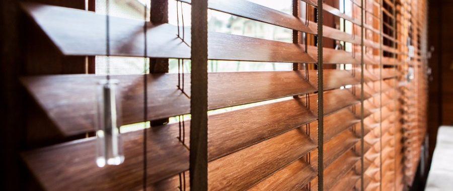 persianas de madeira